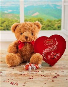 Love and Romance - Hampers and Gifts: Lindt and Teddy Hamper!